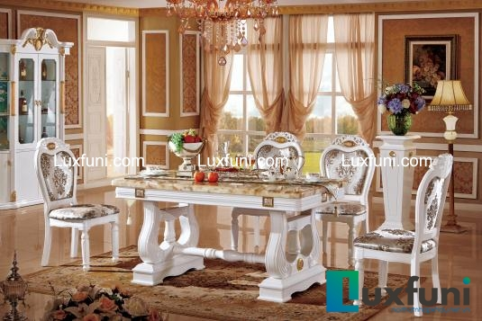 Có ai không khỏi bất ngờ và choáng ngợp trước sự hiện diện của chiếc bàn xinh đẹp này?