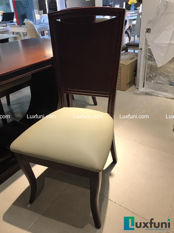 Ghế ăn ZOE nằm trong bộ sản phẩm có thiết kế chỉn chu và đẹp mắt