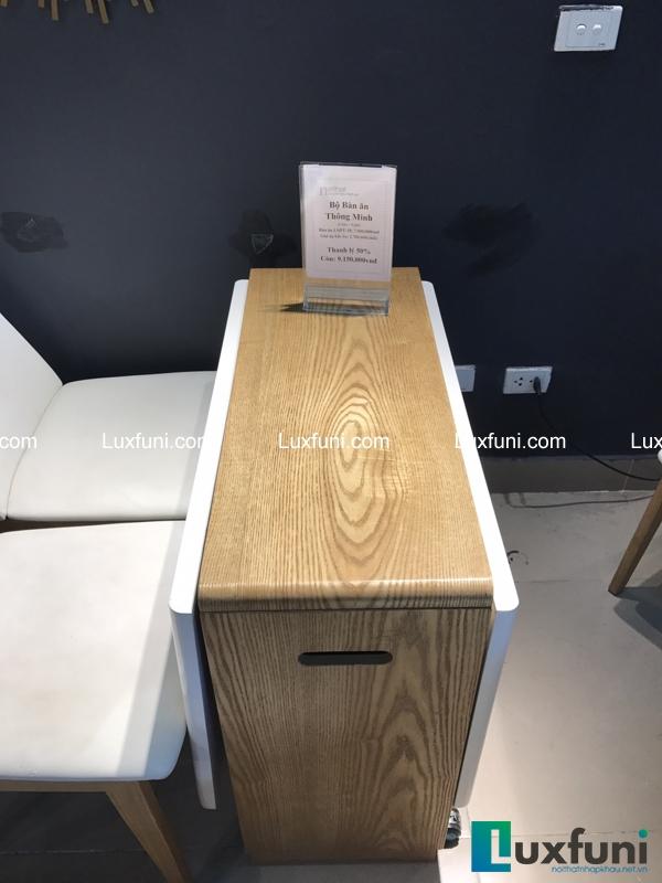 Mặt bàn có thể gấp gọn để tiết kiệm diện tích