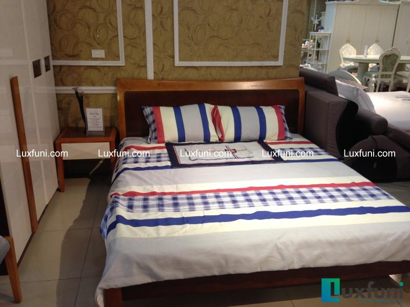 Giường ngủ Veneer óc chó có kết cấu bền chắc, kết hợp cùng kiểu dáng lịch lãm, tinh tế chắc chắn sẽ là lựa chọn lý tưởng cho phòng ngủ của bạn