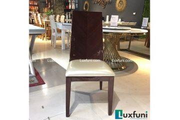 Ghế ăn Hopykins sở hữu đường nét thiết kế đơn giản, thế nhưng để lại dấu ấn không ngờ. Nhờ chất liệu gỗ cao cấp, được phủ sơn bóng, những chiếc ghế này sẽ tỏa sáng trong không gian hiện đại