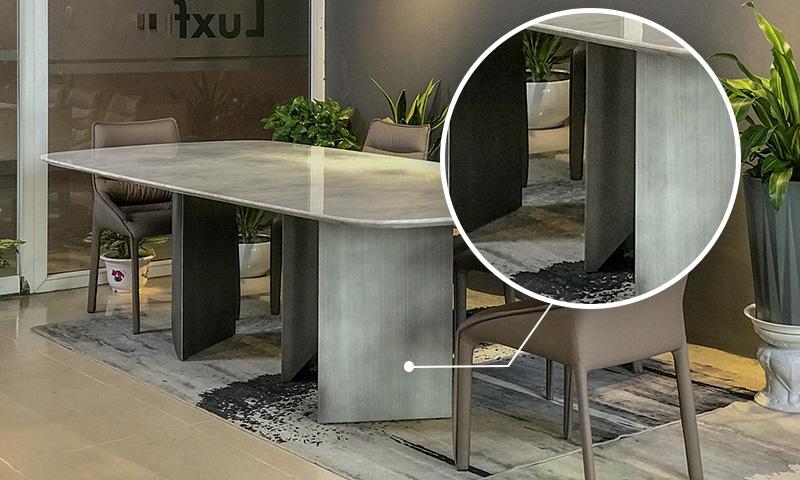 Chân bàn là những khối inox 304 không gỉ