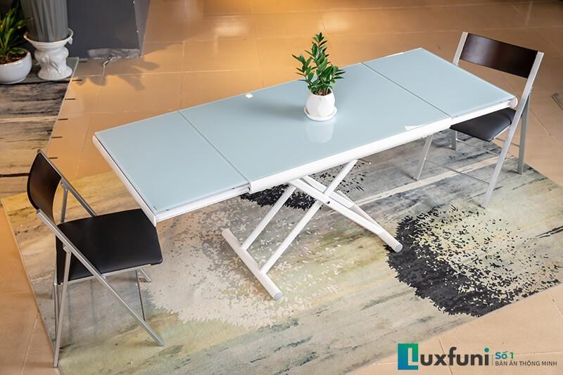 Mặt bàn làm từ kính cường lực tăng khả năng chịu lực, chịu nhiệt và giảm khả năng trày xước mặt bàn