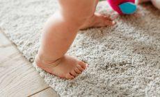 Hướng dẫn làm sạch thảm trải sàn không dùng máy hút bụi