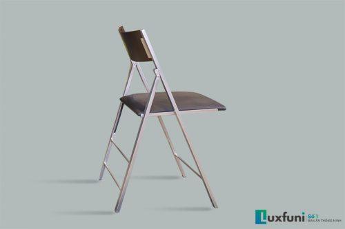Khung ghế được làm từ khung hợp kim sơn tĩnh điện không gỉ, mang đến sự chắc chắn.