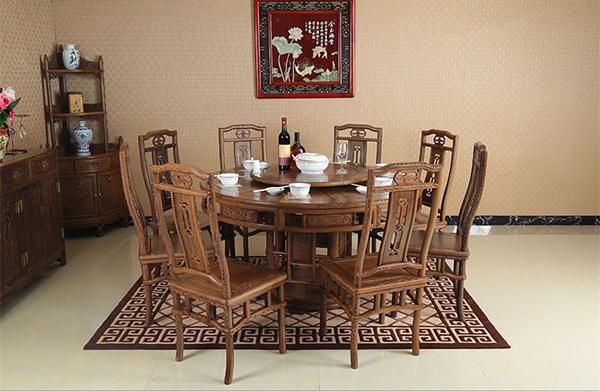 Trải nghiệm phong cách hoàng gia với bàn ghế ăn cổ điển-8