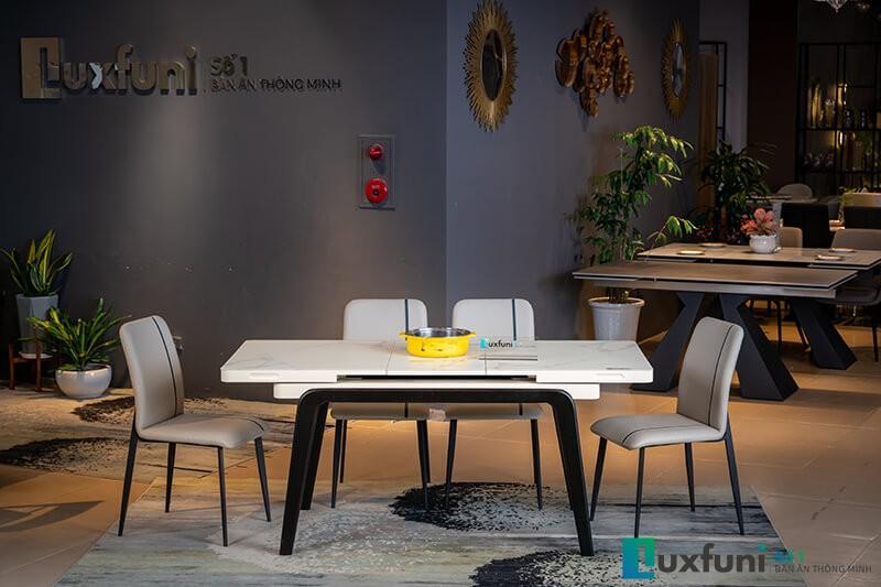 Khi mở rộng kích thước bàn lên đến 1,75m thích hợp 8-10 người sử dụng Đồng thời bếp từ được tích hợp giữa bàn tiện lợi trong bữa ăn hàng ngày..