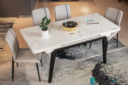 Bếp từ được tích hợp sẵn trên mặt bàn không dây diện nối lằng nhằng, bảng điều khiển cảm ứng dễ dàng sử dụng trong các bữa ăn hàng ngày