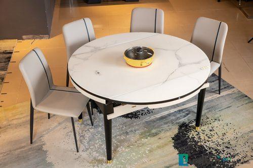 Khi mở rộng, bàn tròn kích thước đường kính 1,35m thích hợp 8-10 người sử dụng