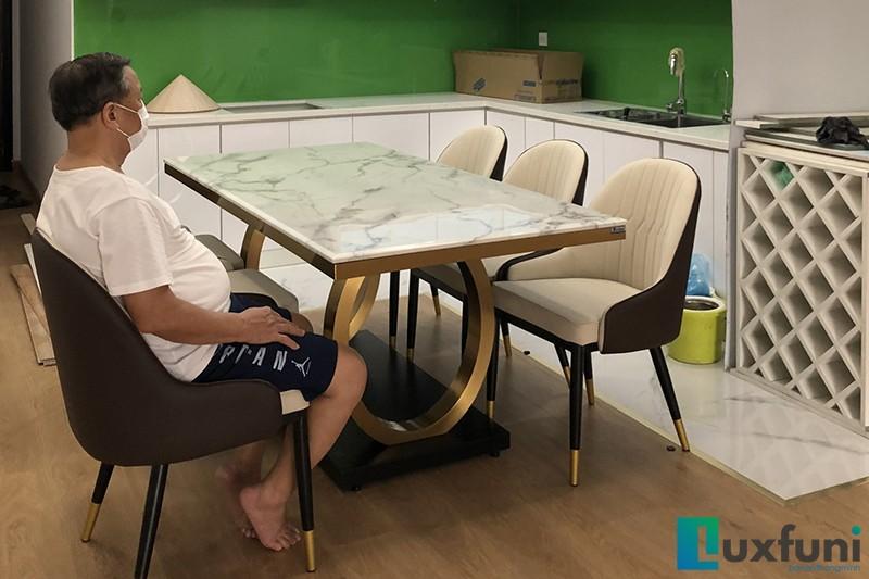 Hình ảnh thực tế bàn ăn mặt đá 075#-1