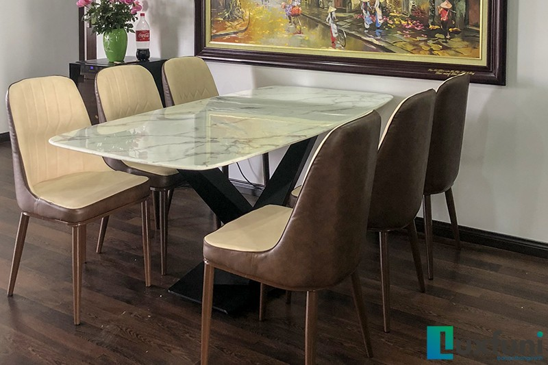 Hình ảnh thực tế bàn ăn mặt đá trắng hoa cương UK T261-1