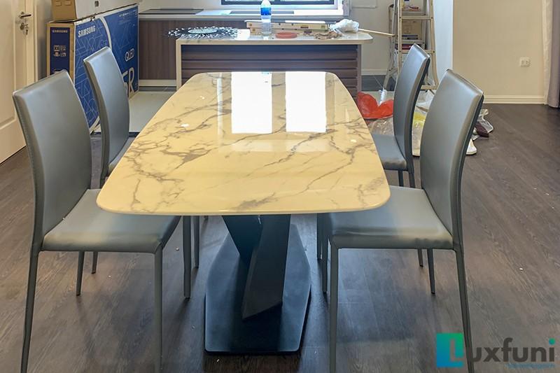Hình ảnh thực tế bàn ăn mặt đá trắng hoa cương UK T261-10