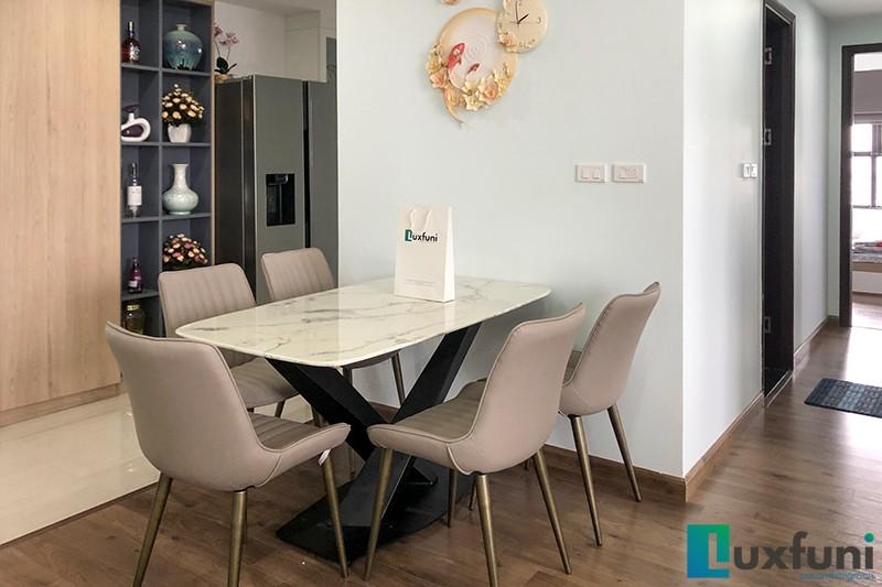 Hình ảnh thực tế bàn ăn mặt đá trắng hoa cương UK T261-5