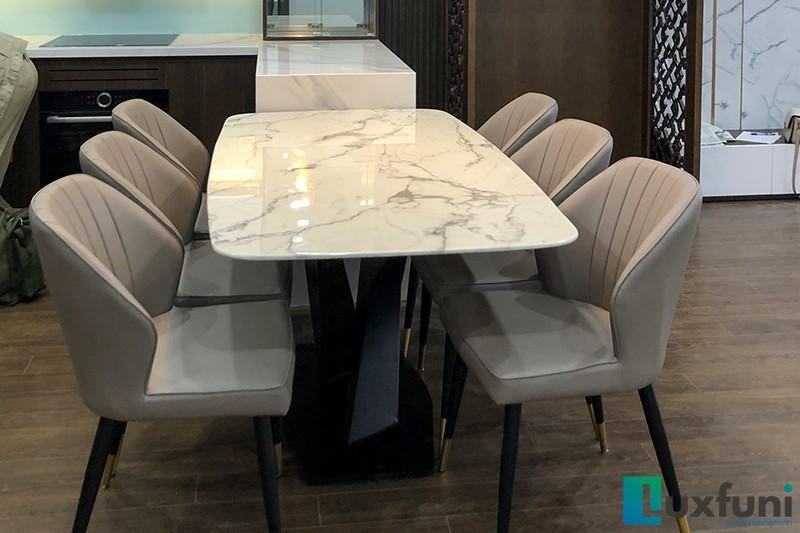 Hình ảnh thực tế bàn ăn mặt đá trắng hoa cương UK T261-7