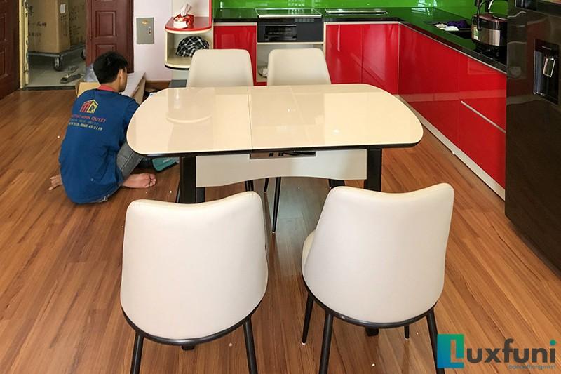 Hình ảnh thực tế bàn ăn thông minh mở rộng B68-1