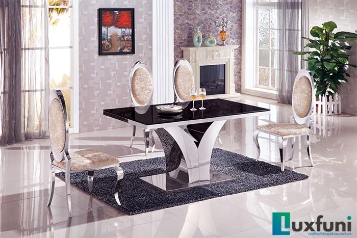 4 mẫu bàn ăn mặt kính chân inox cho căn bếp thời thượng4 mẫu bàn ăn mặt kính chân inox cho căn bếp thời thượng
