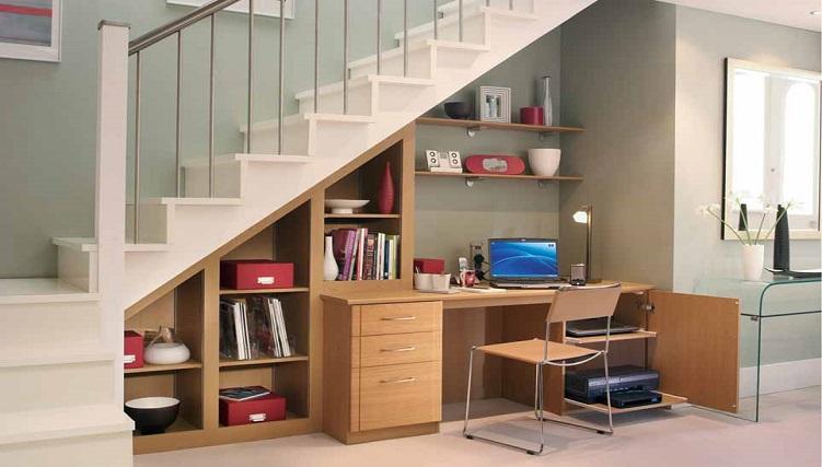 5 cách trang trí gầm cầu thang phòng khách-1