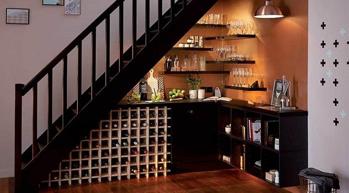 5 cách trang trí gầm cầu thang phòng khách-5