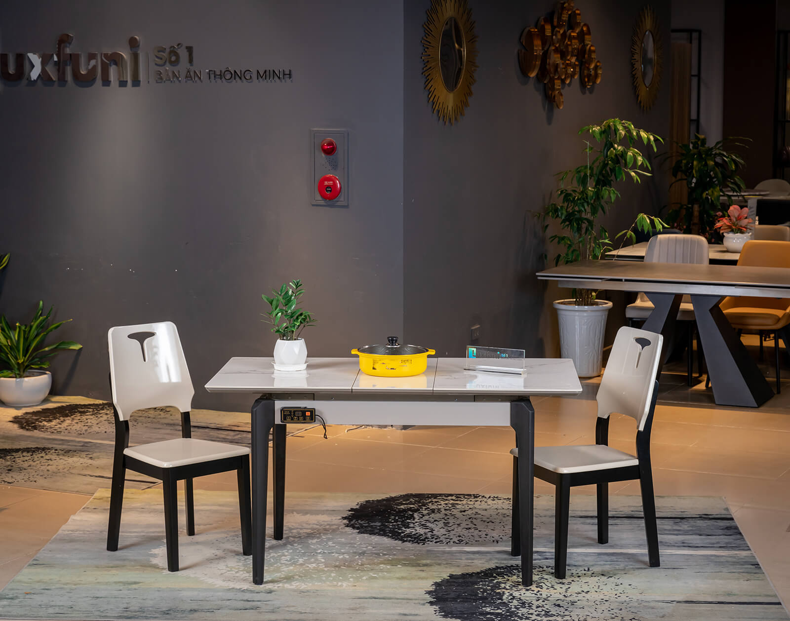 Khi mở rộng hoàn thành kích thước bàn lên đến 1,4m cho 8 người sử dụng