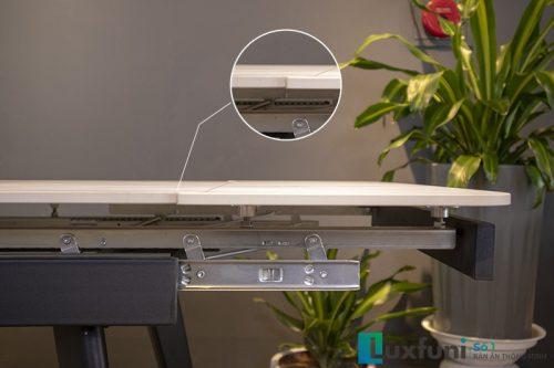 Khi mở rộng, mặt thông minh được đẩy lên ghép cùng mặt bàn chính