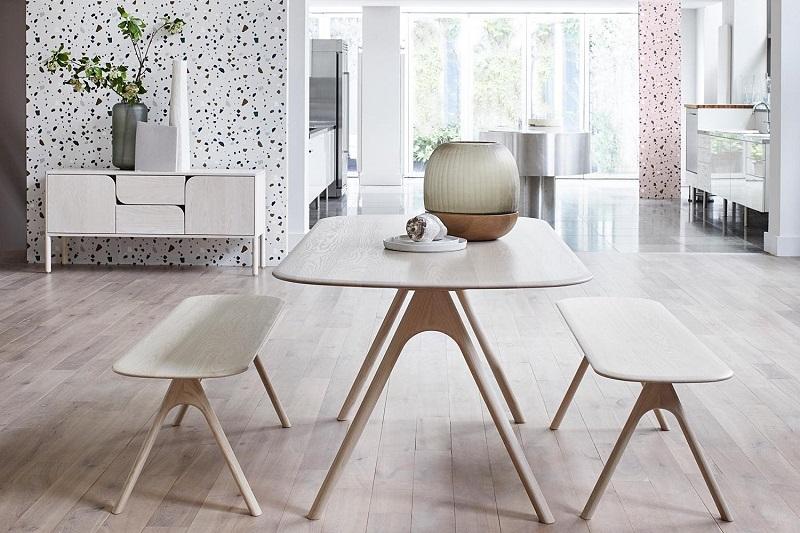 Bộ bàn ghế ăn từ gỗ MDF thường có kiểu dáng không quá cầu kỳ