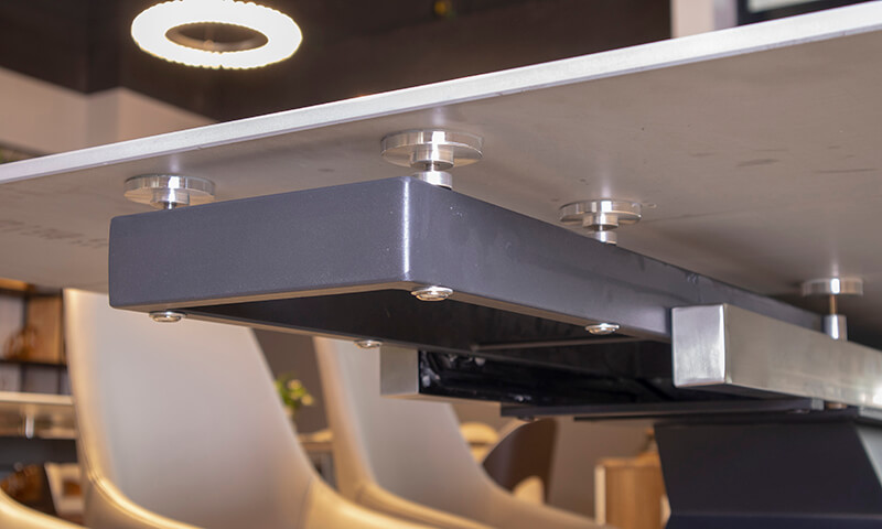 Khung và chân bàn làm từ hợp kim sơn tĩnh điện chắc chắn