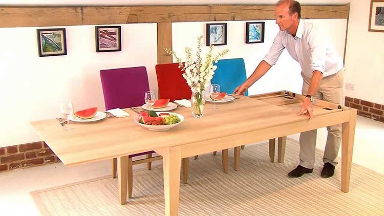 Bạn có thể thu gọn cũng như mở rộng bàn ăn