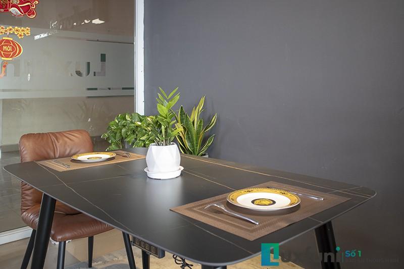 Được làm từ gốm Ceramic, bàn cho khả năng chống xước hoàn hảo